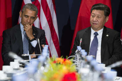 U.S. President Barack Obama, left, meets with Chinese President Xi Jinping during their meeting held on the sidelines of the COP21, United Nations Climate Change Conference, in Le Bourget, outside Paris, Nov. 30, 2015.