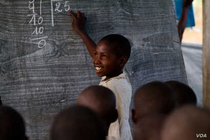 A young boy during a lesson at the Mugosi Primary School, which caters mostly for children of the Kahe refugee camp in the town of Kitschoro, in northeastern Democratic Republic of the Congo. (UNESCO/M.Hofer)