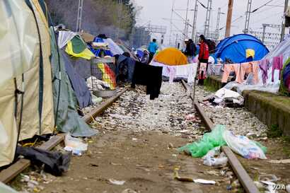Refugees are on the tracks but going nowhere. (Jamie Dettmer for VOA )