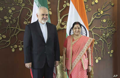 Iranian Foreign Minister Mohammad Javad Zarif, left, and his Indian counterpart Sushma Swaraj pose for the media before their meeting in New Delhi, India, May 14, 2019.