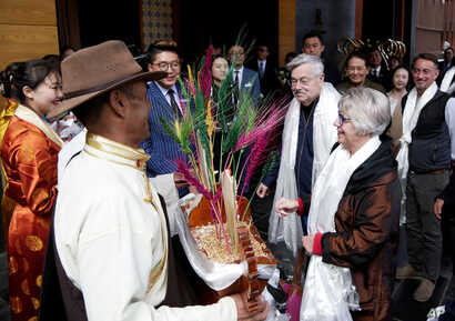 U.S. Ambassador to China Terry Branstad and his wife, Christine, are greeted in Lhasa in western China's Tibet Autonomous Region, May 21, 2019. Branstad made a rare visit to Tibet to meet local officials and raise concerns about restrictions on Buddh...