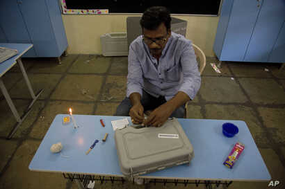 A polling officer seals an electronic voting machine at the end of the first phase of elections at a polling booth in Hyderabad, India, April 11, 2019.