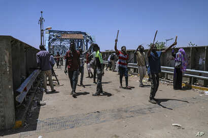 Protesters walk toward the sit-in protest outside the Sudanese military headquarters, in Khartoum, Sudan, May 14, 2019.