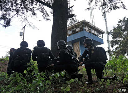 Anti-riot policemen take position as they arrive at the Pavon maximum security prison in Fraijanes municipality, Guatemala, May 7, 2019.