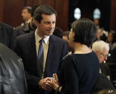 Democratic presidential candidate South Bend, Ind., Mayor Pete Buttigieg talks before speaking at the City Club of Chicago, May 16, 2019, in Chicago.