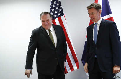 U.S. Secretary of State Mike Pompeo (L) poses with Britain's Foreign Secretary Jeremy Hunt at the European Council in Brussels, Belgium, May 13, 2019.
