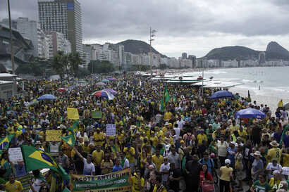 Supporters of Brazil's President Jair Bolsonaro rally in his support on Copacabana beach in Rio de Janeiro, Brazil, May 26, 2019.