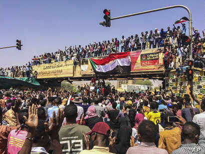 Activists behind anti-government protests in Sudan say security forces have killed at least seven people, including a military officer, in another attempt to break up the sit-in outside the military headquarters in Khartoum, April 9, 2019.