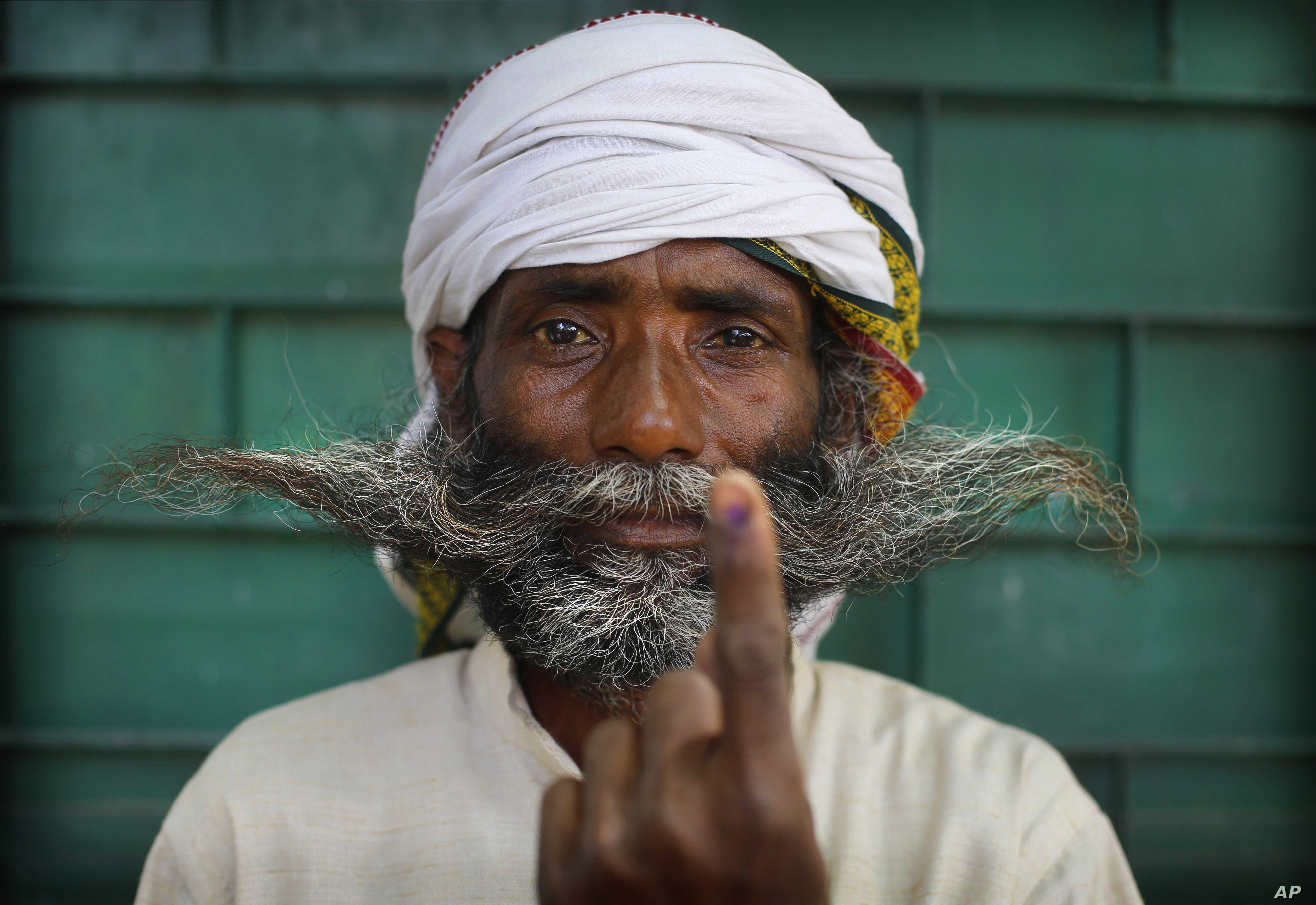 An Indian displays indelible ink mark on his index finger after casting his vote in the seventh and final phase of national elections, on the outskirts of Varanasi, India, May 19, 2019.