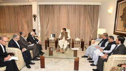 Visiting Iranian Foreign Minister Javad Zarif called on Pakistani Prime Minister Imran Khan, after holding delegation-level talks at the foreign ministry, May 24, 2019.