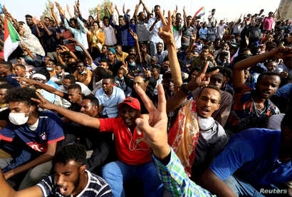 Sudanese demonstrators cheer as they attend a protest rally demanding Sudanese President Omar Al-Bashir to step down outside the Defense Ministry in Khartoum, Sudan, April 11, 2019.