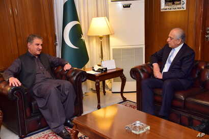 FILE - Photo released by the Foreign Office shows Pakistan's Foreign Minister Shah Mehmood Qureshi (L) meeting with US envoy Zalmay Khalilzad at the Foreign Ministry in Islamabad, Pakistan, April 5, 2019.