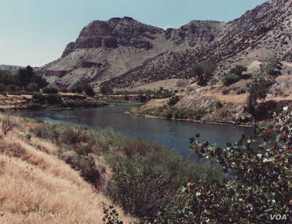 The Wind River on the Wind River Indian Reservation. Located in central-western Wyoming, the reservation is home to the Eastern Shoshone and Northern Arapaho tribes. Photo by James G. Howes, 1988.
