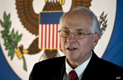 U.S. special envoy to South Sudan Donald Booth speaks to the media in Juba, South Sudan, Dec. 31, 2013.