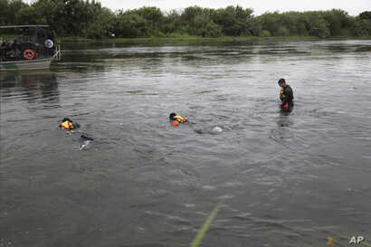 A U.S. Border Patrol Del Rio Sector Dive Team searches for a 2-year-old Haitian girl in Rio Grande River in Del Rio, Texas, July 2, 2019.