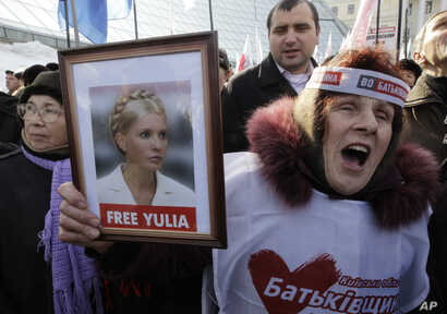 Protesters demand the release of then-imprisoned former prime minister of Ukraine Yulia Tymoshenko, at a rally in Kyiv, Ukraine, Feb. 25, 2013.