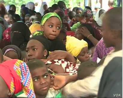 Children on the streets asking for education and to be spared from the separatist war, Aug. 31, 2019, in Bamenda, Cameroon. ( Moki Kindzeka/VOA )