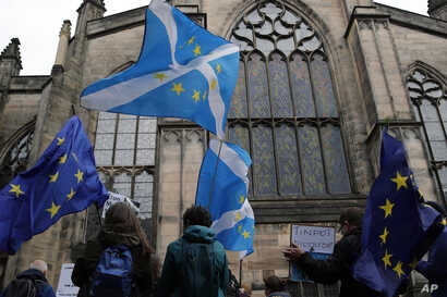 Protesters holding Scottish and European flags gather in front of St. Gilles Cathedral facing the Scottish Court of Session in Edinburgh, Scotland, Sept 4, 2019.
