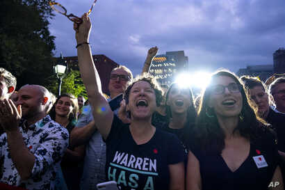 Supporters of Democratic presidential candidate U.S. Sen. Elizabeth Warren cheer as she arrives at a rally, Sept. 16, 2019, in New York.