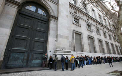 People line up outside Argentina's Banco Nacion (National Bank) before its opening, in Buenos Aires, Argentina, Sept. 2, 2019.