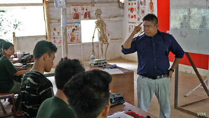 Arakan Army Deputy Commander Nyo Tun Aung instructs a class of recruits in emergency medical treatment.