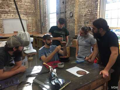 A copper smithing class at the American College of the Building Arts, Charleston, S.C. (J. Taboh/VOA News)