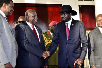 Leader of the Sudan People's Liberation Movement in Opposition (SPLM-IO) Riek Machar shakes hands with South Sudan's President Salva Kiir after a tripartite summit at the State House in Entebbe, Uganda, Nov. 7, 2019.