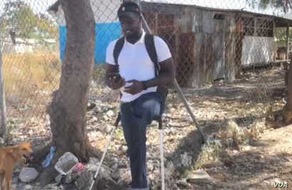 This resident represents the deaf members of the camp. He also lost a leg in the earthquake. (Matiado Vilme/VOA Creole)