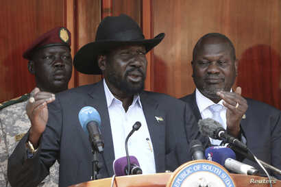 South Sudan President Salva Kiir (C) gives a press conference jointly with his former vice-president and political rival Riek…
