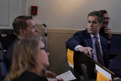NBC News White House correspondent Peter Alexander, second from right, attends a coronavirus task force briefing at the White…