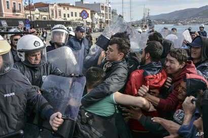 Migrants scuffle with Greek police at the port of Mytilene after locals block access to the Moria refugee camp, on the northeastern Aegean island of Lesbos, Greece, March 3, 2020.