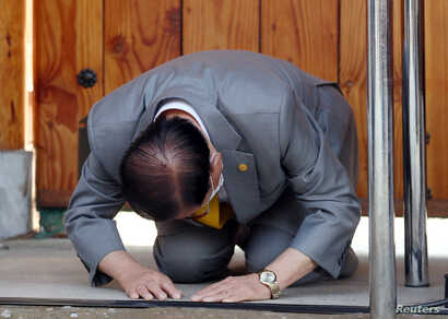Lee Man-hee, founder of the Shincheonji Church of Jesus the Temple of the Tabernacle of the Testimony, bows during a news conference at its facility in Gapyeong, South Korea. Lee apologized that one of its members had infected many others.