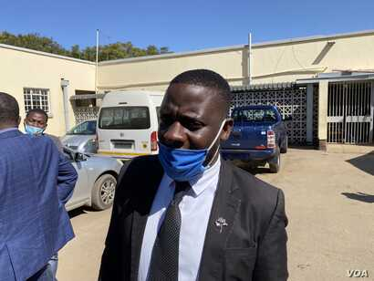 Paidamoyo Saurombe, of Zimbabwe Lawyers for Human Rights, told reporters in Harare, May 23, 2020, that it was disturbing that journalists were being arrested for doing their job. (Columbus Mavhunga/VOA)