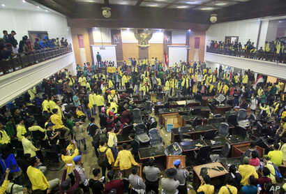 Students occupy the local parliament building during a rally in Padang, West Sumatera, Indonesia, Wednesday, Sept. 25, 2019. Clashes between protesters and police occurred in several cities in the country as students rallied against a new law that…