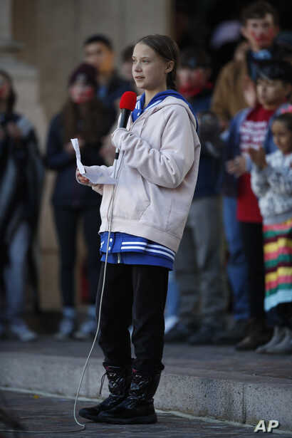 Bundled up against the cool temperatures, Swedish climate activist Greta Thunberg speaks to several thousand people at a…