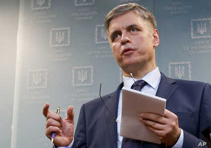 Ukrainian Minister for Foreign Affairs Vadym Prystayko gestures while speaking to the media during a news conference in Kyiv,…
