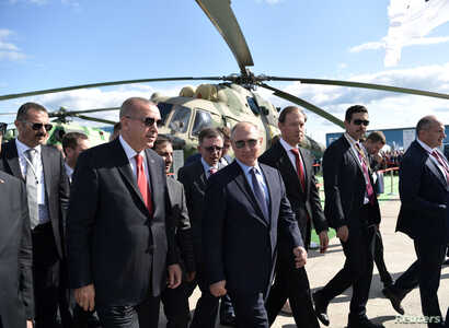 Russian President Vladimir Putin and his Turkish counterpart Recep Tayyip Erdogan visit the MAKS 2019 air show in Zhukovsky, outside Moscow, Russia, August 27, 2019.  Sputnik/Aleksey Nikolskyi/Kremlin via REUTERS ATTENTION EDITORS - THIS IMAGE WAS PROVIDED BY A THIRD PARTY.