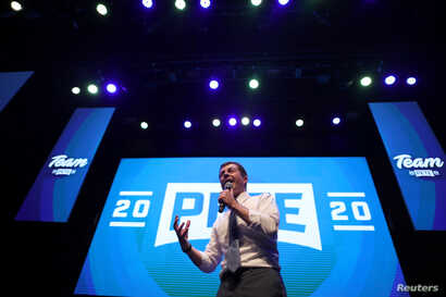 U.S. Democratic presidential candidate Pete Buttigieg campaigns in Hollywood, Los Angeles, California, U.S., August 27, 2019. REUTERS/Lucy Nicholson