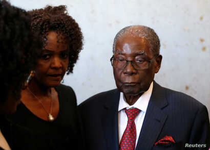 Zimbabwe's former president Robert Mugabe and his wife Grace look on before voting in the general elections in Harare, Zimbabwe, July 30, 2018. REUTERS/Siphiwe Sibeko