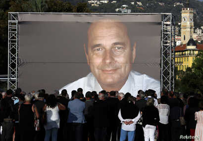 People gather to pay tribute to late former French President Jacques Chirac in Nice, France, September 27, 2019.   REUTERS/Eric Gaillard
