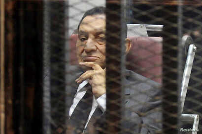 FILE PHOTO: Egypt's ousted President Hosni Mubarak looks on as he reacts inside a dock at the police academy on the outskirts…