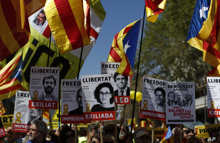 Demonstrators wave esteladas or independence flags in Barcelona, Spain, April 15, 2018, during a protest in support of Catalonian politicians who have been jailed on charges of sedition.