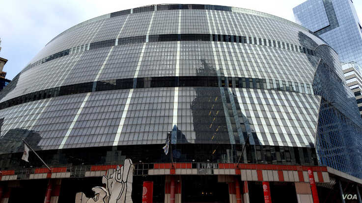 The James R. Thompson Center in Chicago, which is on the 2019 Endangered Places list, is an excellent example of grand-scale Postmodern architecture, yet faces possible demolishment. (Landmarks Illinois)
