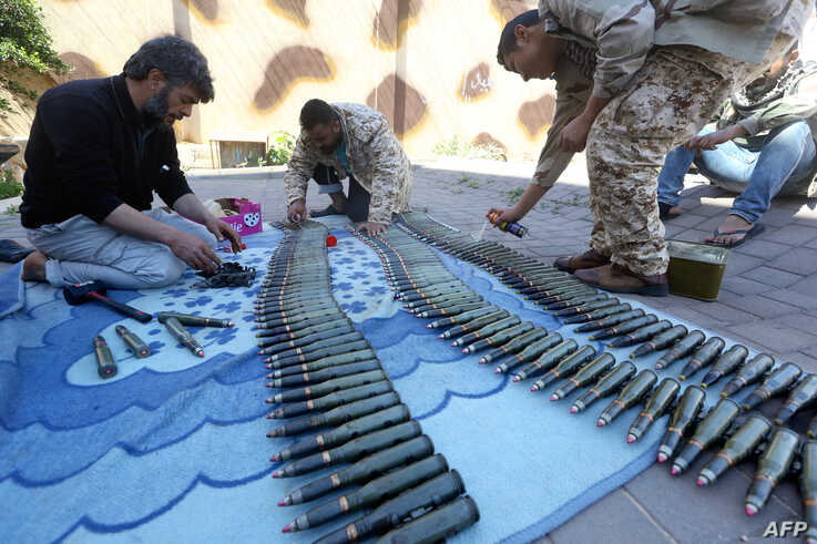 Fighters from a Misrata armed group loyal to the internationally recognized Libyan Government of National Accord (GNA) prepare their ammunition before heading to the front line as battles against Forces of Libyan strongman Khalifa Haftar continue on ...