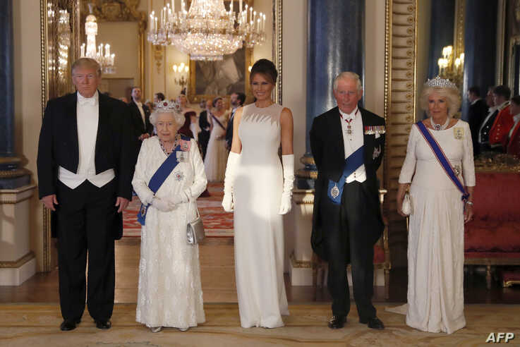 Britain's Queen Elizabeth II (2L), US President Donald Trump (L), US First Lady Melania Trump (C), Britain's Prince Charles, Prince of Wales (2R) and Britain's Camilla, Duchess of Cornwall pose for a photograph ahead of a State Banquet in the ballroo...