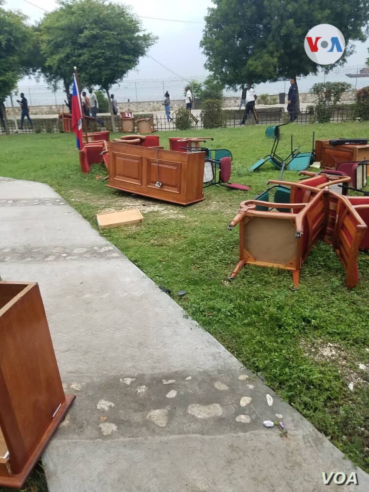 Furniture litters the ground after being dragged out of the Haitian Senate by opposition senators, May 30, 2019.