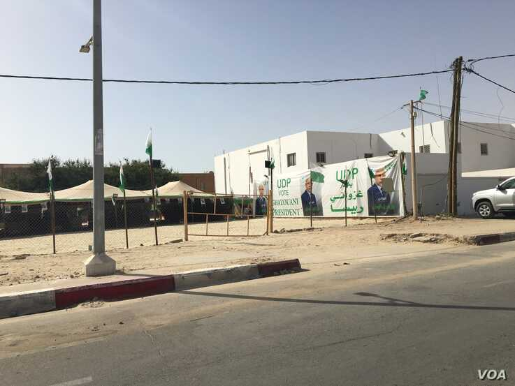 Tents for supporters of ruling party candidate Ghazouani line the streets of Nouakchott (Photo: E. Sarai)