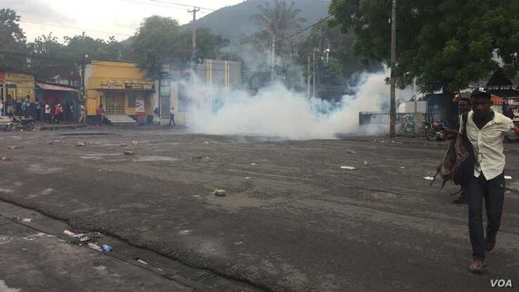 Police fire tear gas on anti-corruption protesters aiming to set fire to several businesses in Port au Prince, Haiti.