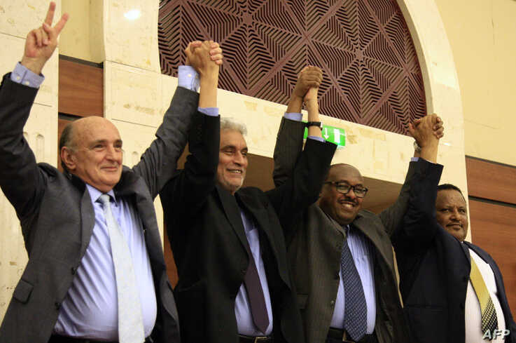 African Union and Ethiopian mediators celebrate after Sudan's protesters and ruling generals inked an agreement in Khartoum, July 17, 2019.