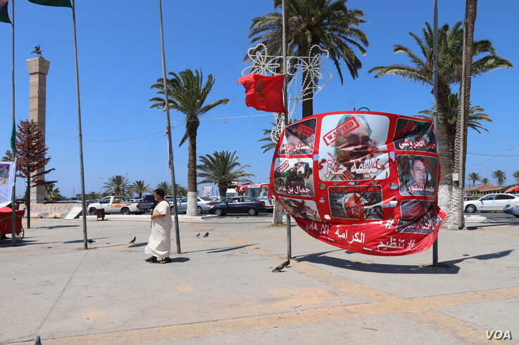 In Tripoli's Martyr's Square, anti-Haftar banners still fly as it nears the end of three months of fighting for the city, July 1, 2019. (H.Murdock/VOA)